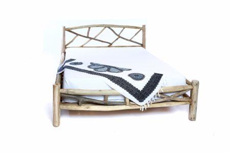 מיטה עץ עתיק